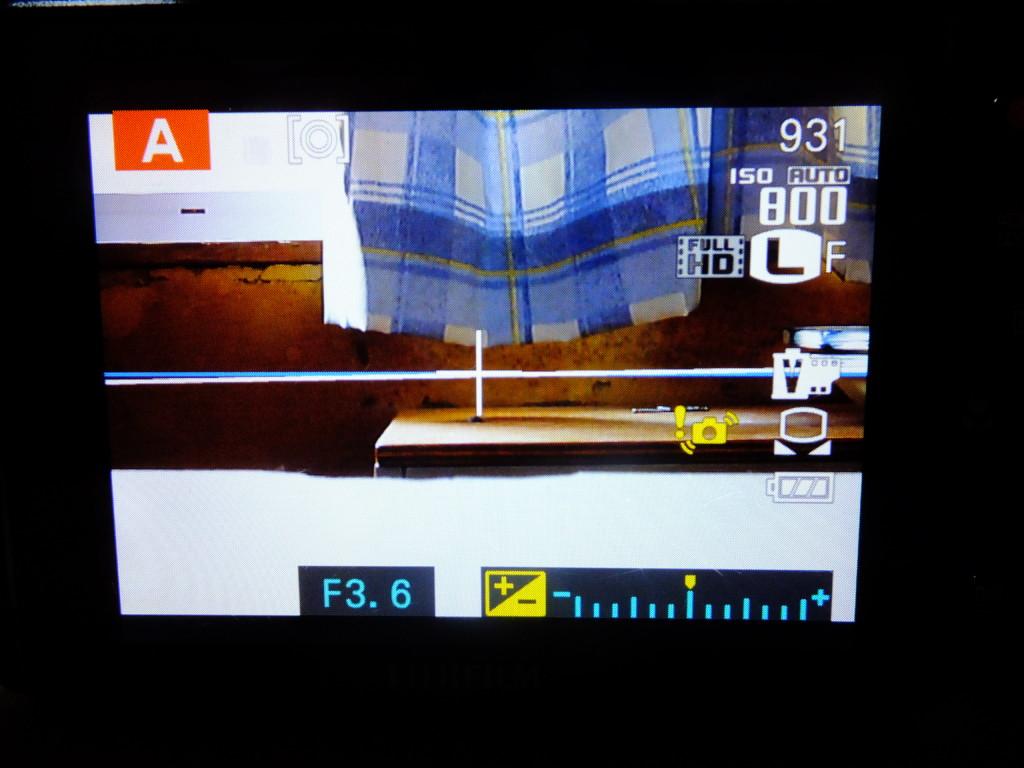 FUJI HS30EXRの画面 狭くならない