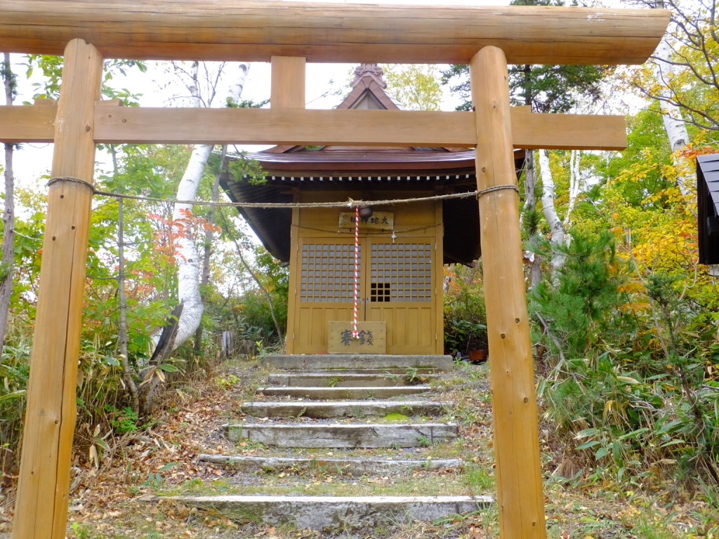雪のない大蛇神社鳥居 2016.10.13