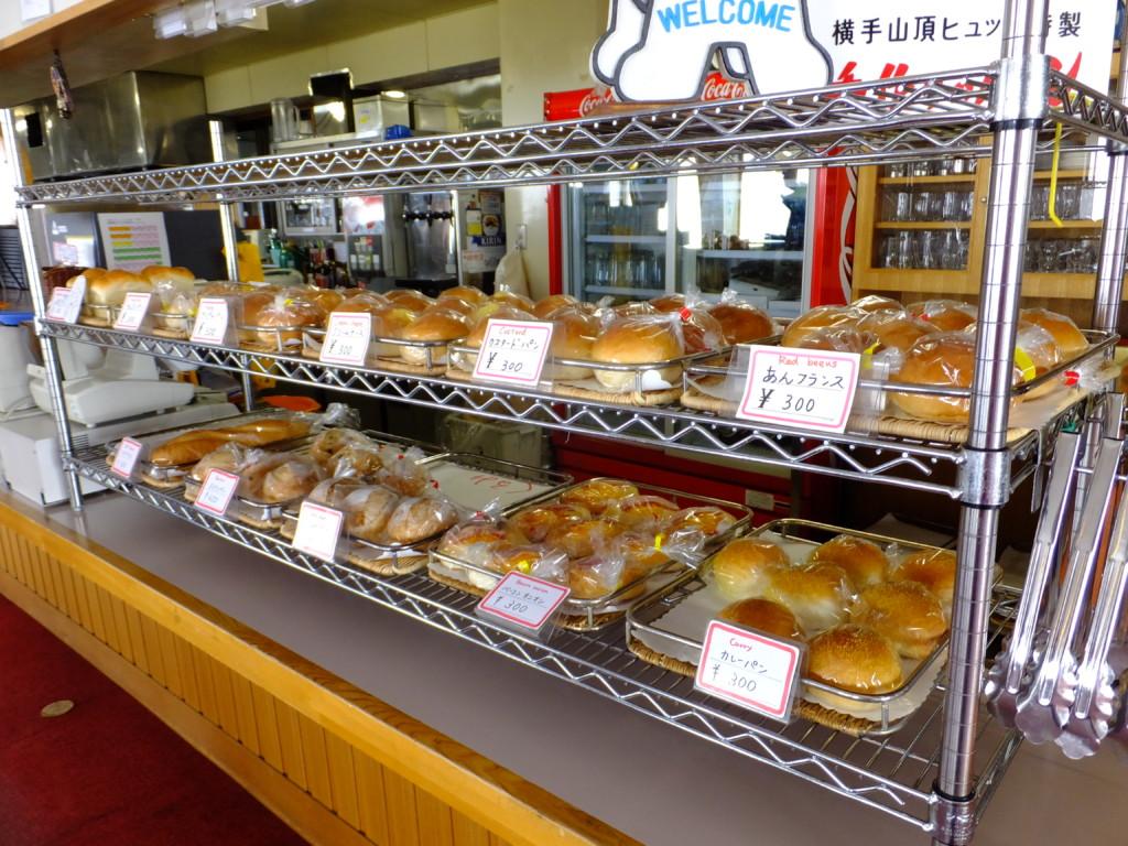 ずらりと並んだパン