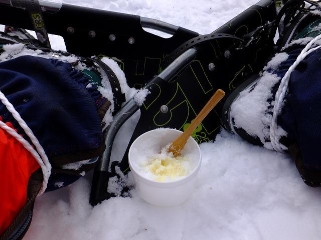 志賀高原の雪に練乳かけて氷ミルク