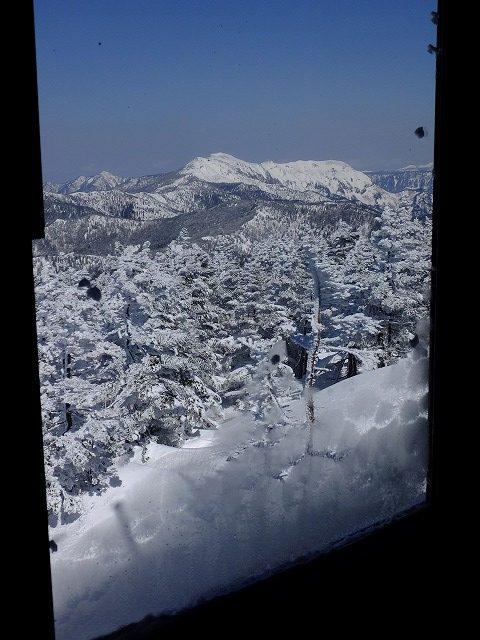 ヒュッテVIPルームから見る絶景 岩菅山 2020.2.24