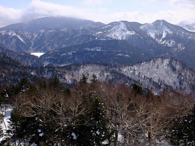 左から横手山、裏志賀山、志賀山、手前大沼池 2020.3.2 東館山より