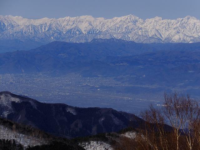 右から五竜岳、剱岳、鹿島槍ヶ岳、立山、爺が岳、岩小屋沢岳、鳴沢岳、赤沢岳、スバリ岳