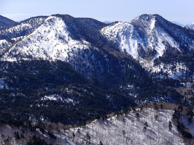 裏志賀山と志賀山(右) 2020.3.9 東館山より