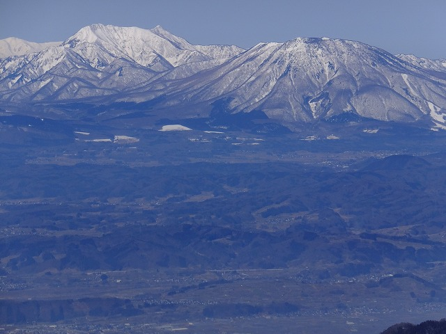 戸隠山と黒姫山(右)2020.3.9