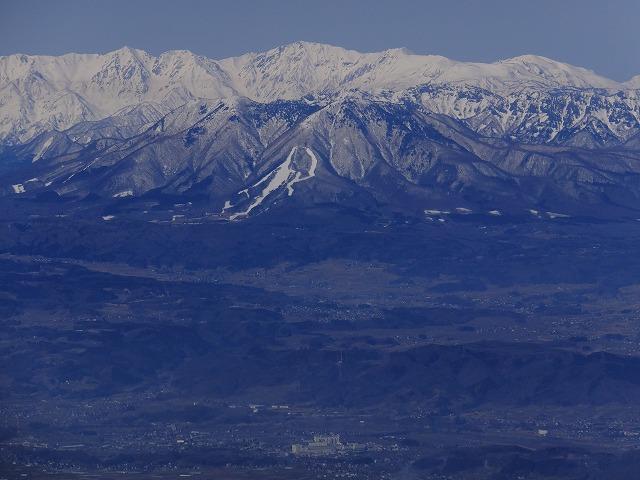 飯縄山(手前) 後ろは白馬岳 2020.3.9