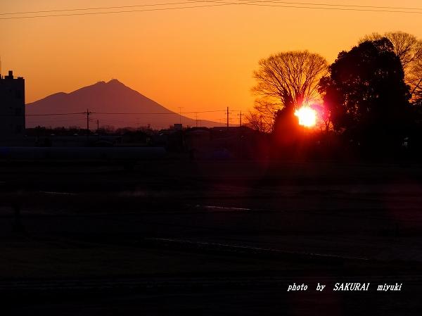 筑波山と朝日 栃木県小山市から 2016.2.11 6:48