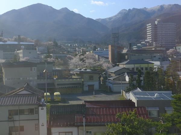 標高1500メートルクラスの志賀高原の山々 2020.4.24.7:41