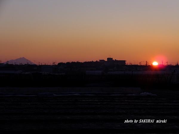 筑波山と日の出 栃木県小山市から 2016.1.1 7:06
