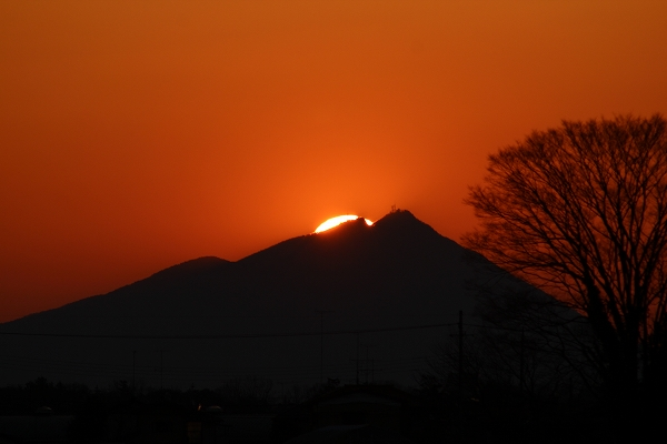 筑波山と朝日 栃木県小山市から 2013.2.23 6:23