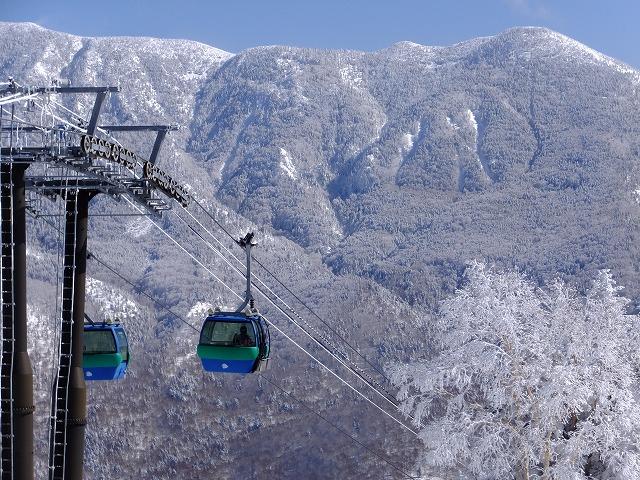 焼額山から無傷の岩菅山を見る。20210205