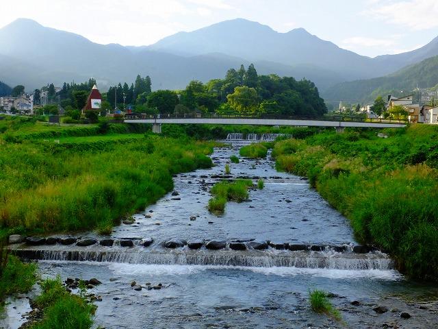 星川橋から見る志賀高原の山々