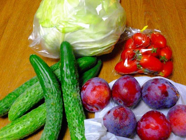 朝市で買ってきた野菜、果物